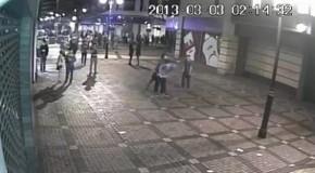 Cel mai BRUTAL atac neprovocat: Un adolescent a fost LOVIT în cap de un necunoscut VIDEO