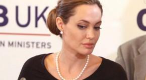 Decizie socanta: Angelina Jolie si-a extirpat sanii, de teama cancerului