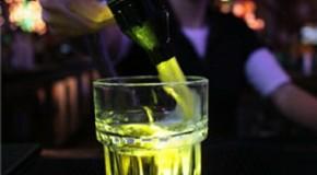 Cocktailurile ucigase din alcool, tutun si energizante. La 25 de ani, ii trebuie un ficat nou