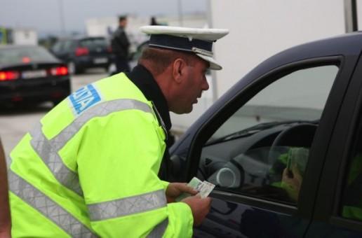Vasluian prins de poliţişti conducând fără permis de două ori, în 48 de ore