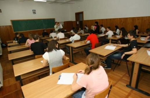 BACALAUREAT 2015: Elevii clasei a XII-a se pot înscrie de azi la examen