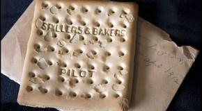 Un biscuit intact de pe Titanic, vândut la o licitație cu 23.000 de dolari