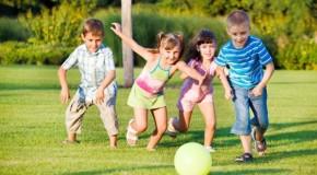 Copiii atei sunt mai altruiști decât cei credincioși (studiu)