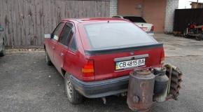 Şoferii din Ucraina îşi modifică maşinile pentru a funcţiona pe lemne, în loc de benzină