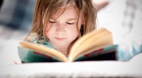 Copiii care au crescut înconjurați de cărți au venituri mari când sunt adulți (studiu)