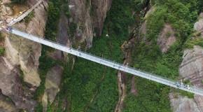 Cel mai lung pod de sticlă din lume, realizat de chinezi, va fi inaugurat la sfârşitul acestui an – VIDEO