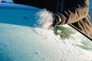 Cum sa dezgheti rapid masina pe timp de iarna