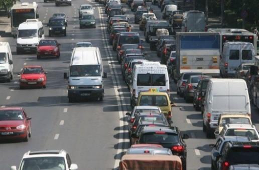 Timbrul de mediu, înlocuit cu o nouă taxă calculată în funcţie de zonă şi de norma de poluare a maşinii