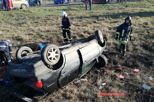 Grav accident ! Un autoturism a fost lovit de tren, doi bărbați și o femeie au fost răniți
