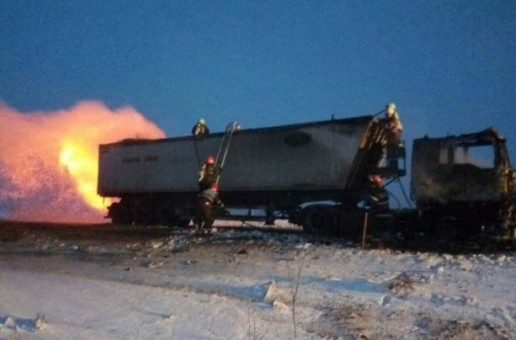 Un camion încărcat cu floarea soarelui a ars ca o torţă pe DN 24