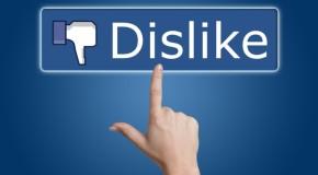 """""""Downvote"""", butonul prin care Facebook doreşte să combată ştirile false, spam-ul şi mesajele ofensive"""