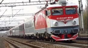Studenții, inclusiv cei peste 26 de ani, pot călători gratis cu trenul