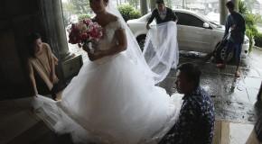 Ce gest a făcut o mireasă ca să fie sigură că se mărită! (video)