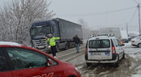 Ampla actiune a politistilor rutieri dupa prima ninsoare