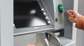 Atenție la bancomate! Unei femei i-au dispărut 12.000 de lei din cont