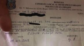 """Şofer de """"Wollvagin"""" parcat neregulamentar a primit o invitaţie de neuitat de la Poliţia Locală"""