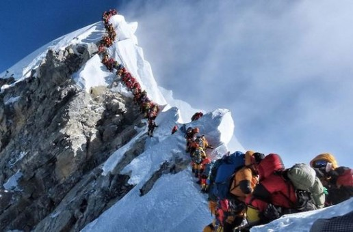 Aglomeraţie fără precedent pe Everest