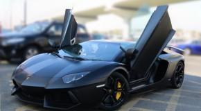 Maşini Lamborghini şi Ferarri false, produse într-o fabrică clandestină din Brazilia