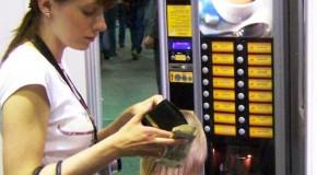 Proprietarii automatelor de cafea stradale din Vaslui fenteazã legea sub nasul autoritãtilor