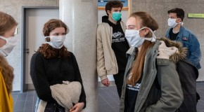 În lupta cu virusul, danezii recomandă sexul, iar autorităţile române amenzile