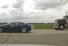 """Șofer găsit de polițiști, dormind la volanul unei mașini autonome Tesla. Vehiculul """"zbura"""" cu 150 km/h"""