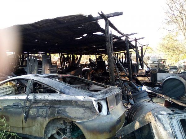 incendiu castanilor garaj masina arsa